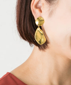 Favorible petal earrings